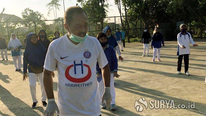 Jelang Rekom PDIP yang Diumumkan Besok, Ini yang dilakukan Armuji bersama Para Lansia di Surabaya