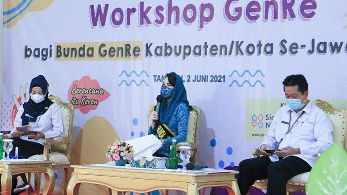 Ketua TP PKK Jatim Arumi Ingatkan Dampak Pernikahan Dini bagi Remaja