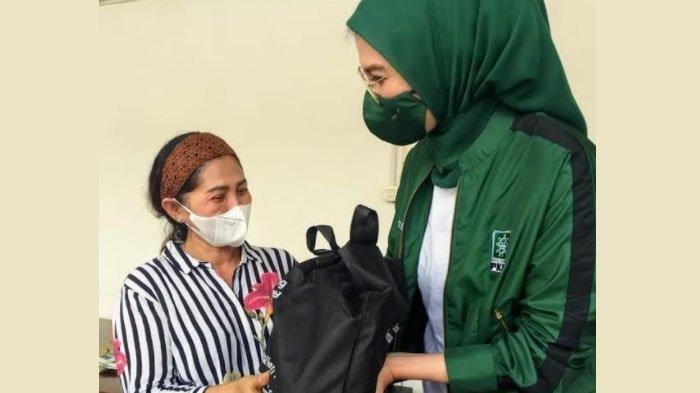 Reses Anggota Dewan: Arzeti Bilbina Bagikan 3.600 Paket Sembako di Surabaya dan Sidoarjo