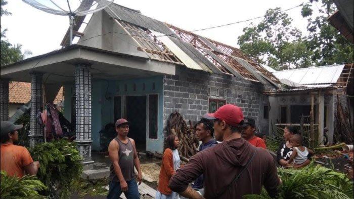 Angin Puting Beliung Porak Porandakan Puluhan Rumah di Lumajang, Warga Sebut Diawali Suara Gemuru
