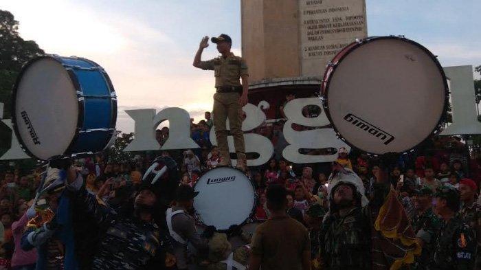 Plt Bupati Trenggalek Ikut Atraksi Peserta Latsitarda, Berdiri di Atas Susunan Drum