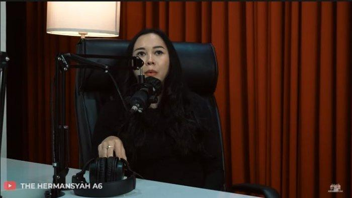 Aura Kasih beber alasan sebenarnya gugat cerai Eryck Amaral