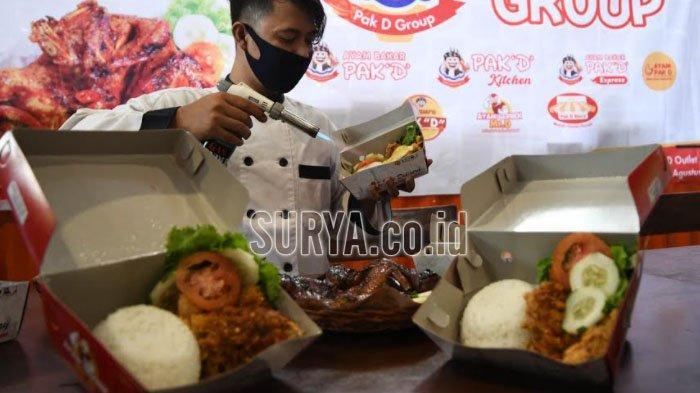 Ayam Bakar Pak D menyajikan menu ayam geprek dengan enam varian topping yang menyesuaikan selera konsumen.