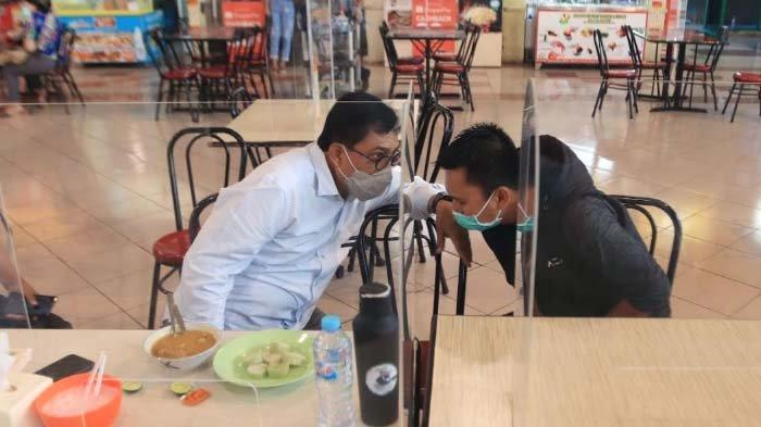 Azrul Mengaku Senang Temani Machfud Arifin Santap Soto di Pasar Atum
