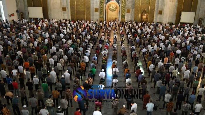 10 Keutamaan Shalat Berjamaah Menurut Hadist, Salah satunya Dijauhkan dari Azab Neraka