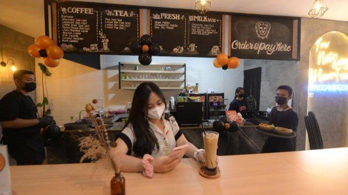 Tren Nongkrong dan Berswafoto, Kafe Kekinian Berkonsep Industrial Rustic nan Homey Hadir di Surabaya