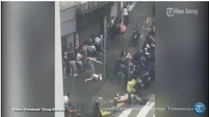 Badai Hongkong Terdahsyat, Orang-orang Berjatuhan Tersapu Angin dan Mobil Bergelimpangan