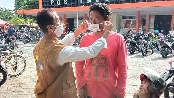 Dinsos Kota Kediri Bagikan Masker untuk Keluarga Penerima Manfaat Program PKH