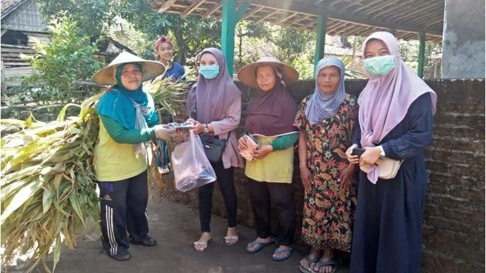 KKN Pulang Kampung UM Bagikan 1.000 Masker Gratis, Upaya Mahasiswa Cegah Penyebaran Covid-19