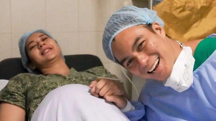 Baim Wong Bersyukur atas Kelahiran Putra Ke-2, Mau Biayai Pasutri yang Ingin Program Bayi Tabung