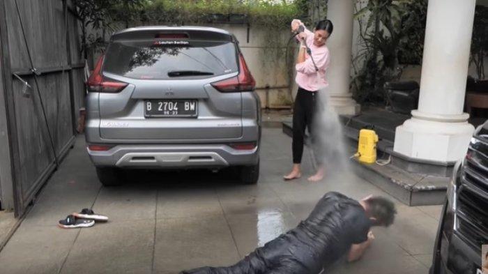 VIDEO Baim Wong Disemprot Disinfektan Gara-gara Nekat Keluar Rumah, Paula Verhoeven Sakit Hati