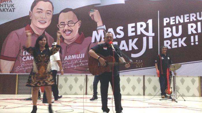 Pilwali Surabaya 2020: Sisi Lain Cak Ji, Jago Gitar dan Penyuka Lagu Rock