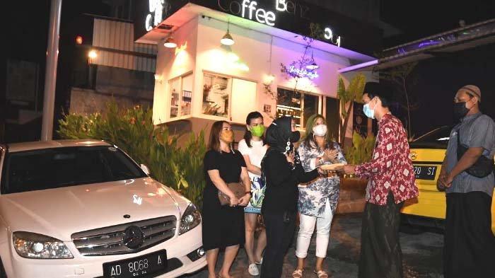 Mercedes Benz W204 Club Surabaya Chapter Kopi Darat sambil Bagi-bagi Sembako