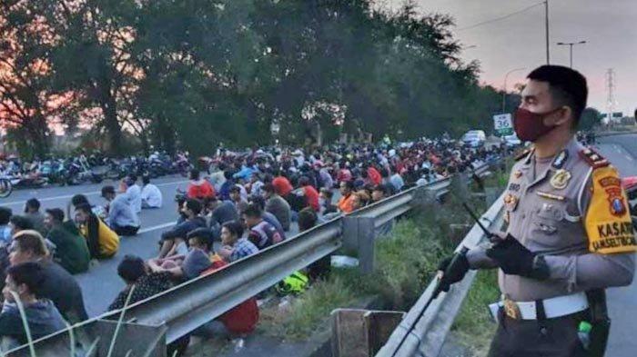 Ratusan Pemuda dan Remaja Terjaring Razia Balap Liar di Exit Tol Porong Sidoarjo