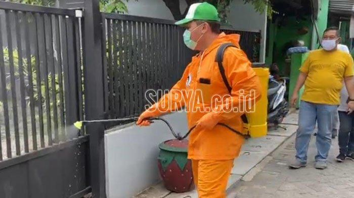 Antisipasi Virus Corona, Bambang Haryo Ikut Semprot Disinfektan di Rumah Warga Sidoarjo