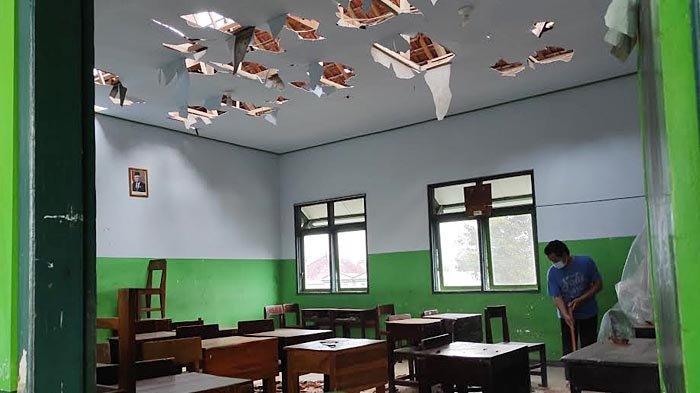 Diguncang Gempa, Atap Lima Kelas MI Hidayatullah Kota Blitar Rusak