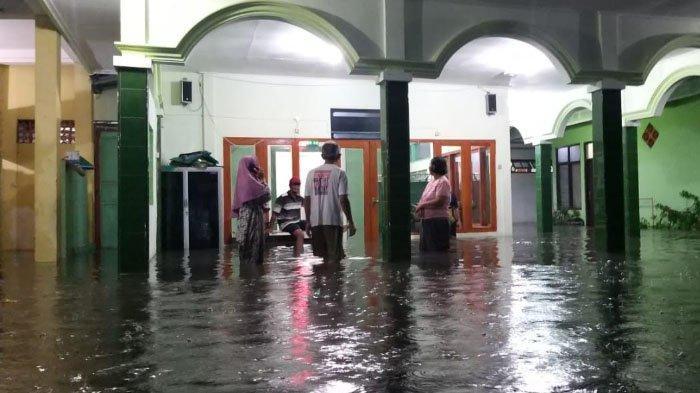 Kondisi Ratusan Rumah di Kota Madiun yang Tergenang Banjir setelah5 Jam Diguyur Hujan Deras
