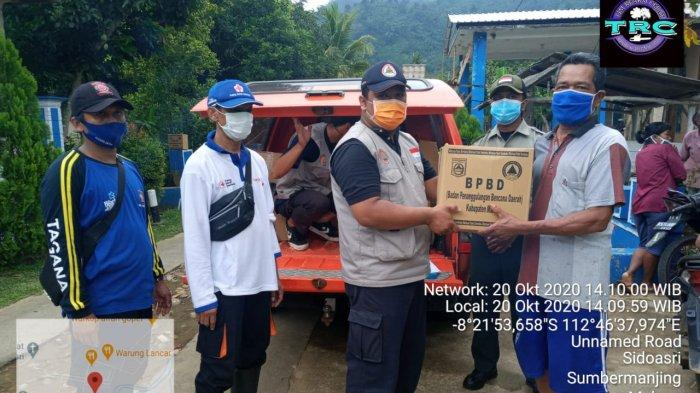 BPBD Kabupaten Malang memberikan bantuan.