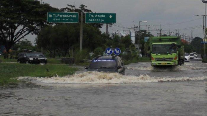 Awas, Banjir Porong Sidoarjo Sebabkan Kemacetan di Jalur Tol Surabaya-Malang