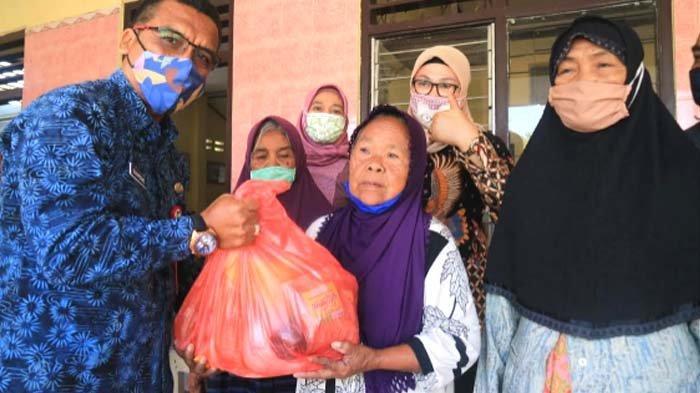 100 Lansia di Kecamatan Ngancar Dapat Bantuan Permakanan dari Pemkab Kediri