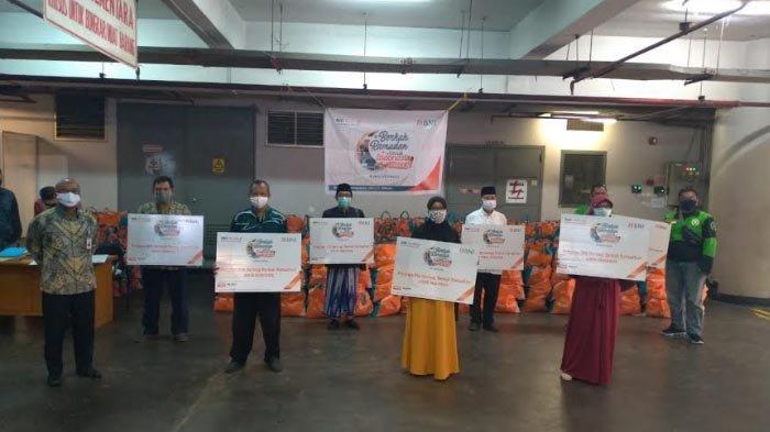 BNI Bagikan 5.000 Bantuan Paket Pangan ke Warga Terdampak Corona di Surabaya