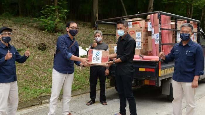 Peduli Sesama, PGN Serahkan Bantuan untuk Korban Banjir di Bekasi dan Kerawang, Jabar