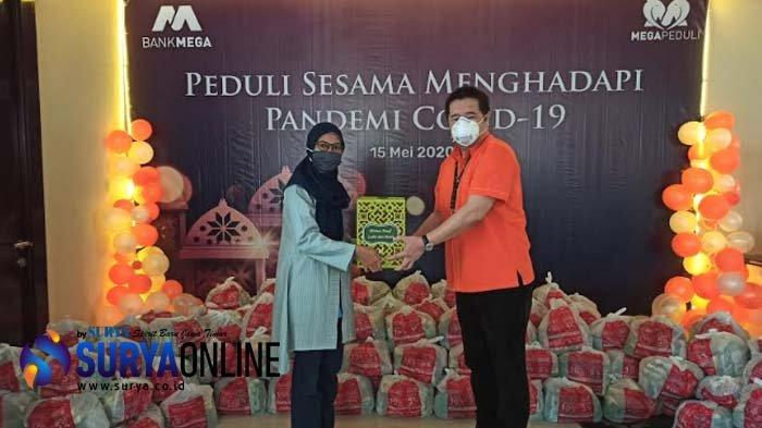 Bank Mega Bagikan 16.000 Paket Sembako, Cabang Surabaya Serahkan ke 3 Panti Asuhan