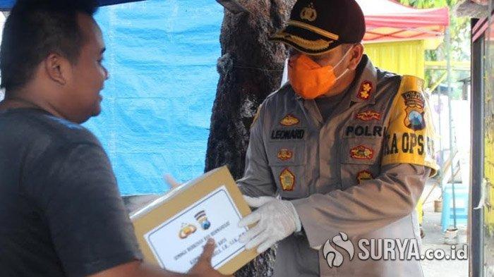 Polres Blitar Kota Bagikan 200 Paket Sembako ke Warga Terdampak Wabah Virus Corona