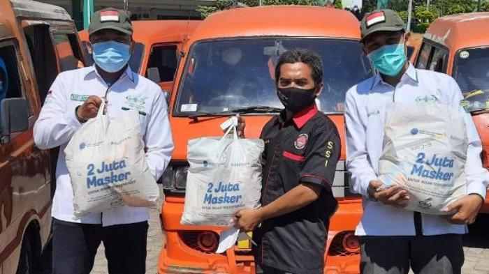 H-1 Lebaran, Sopir Angkot Surabaya-Sidoarjo Senang Dapat Bantuan Sembako