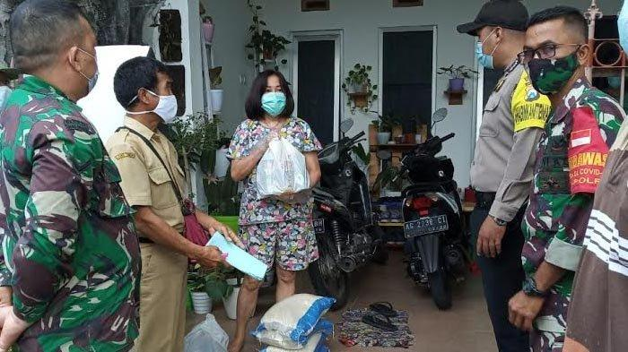 Dapat Bantuan Paket Sembako, Warga Kota Kediri yang Isolasi Mandiri: Terima Kasih Pak Wali Kota