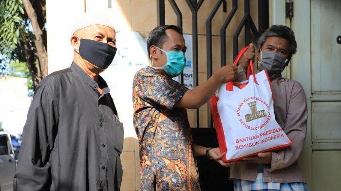 Mekanisme Pembagian Bantuan Sembako Untuk Warga Surabaya. Penerima Paket Harus Difoto