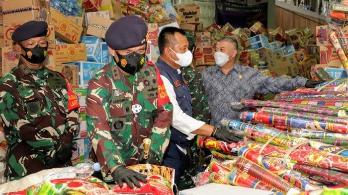 Pemprov Jatim Lepas Bantuan Korban Bencana Sulbar dan Kalsel dengan KRI Banda Aceh