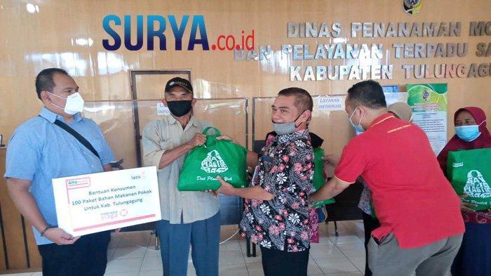 Dari Donasi Uang Kecil, Alfamart Salurkan 100 Paket Sembako Dampak Pandemi di Tulungagung