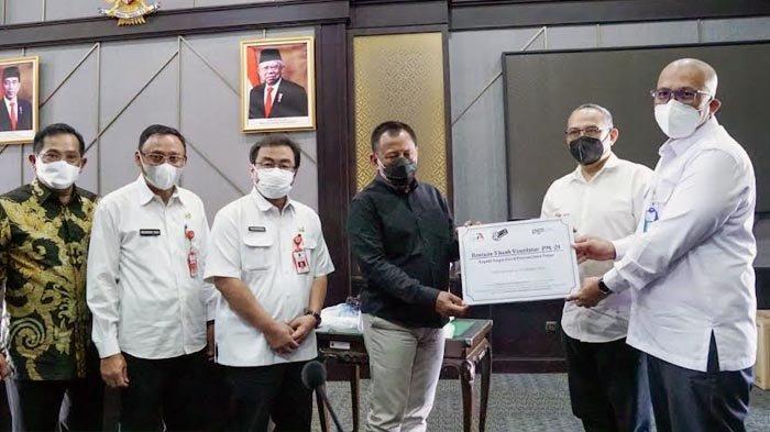 Pemprov Jatim Terima Bantuan Ventilator dan Beasiswa Bagi Anak Terdampak Covid-19 dari IA ITB