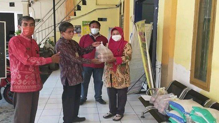 Masih Ada Warga Isolasi Mandiri di Lima Kelurahan, Dinsos Kediri Salurkan Sembako