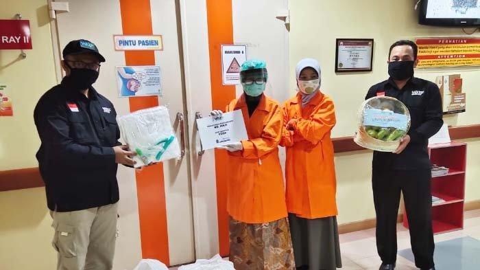 Kekurangan APD, YDSF Salurkan Ratusan APD dan Nutrisi Sehat ke Rumah Sakit