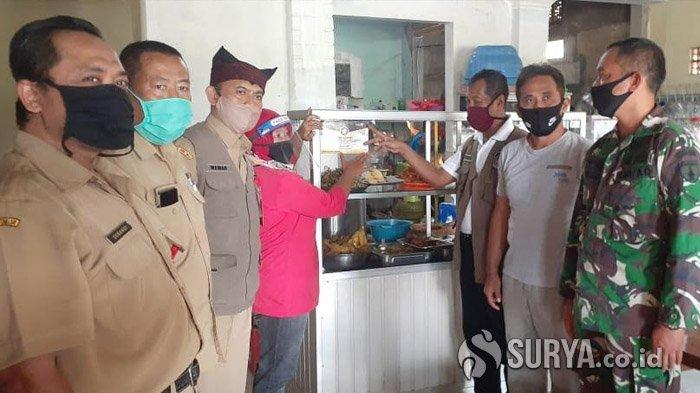 Tiga Pekan Keliling, Banyuwangi Sertifikasi Protokol Covid-19 di 300 Warung Rakyat