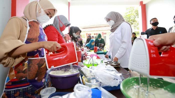 Pemkab Banyuwangi Bantu Alat Usaha kepada Warga Gunung Raung, upaya Pulihkan Ekonomi