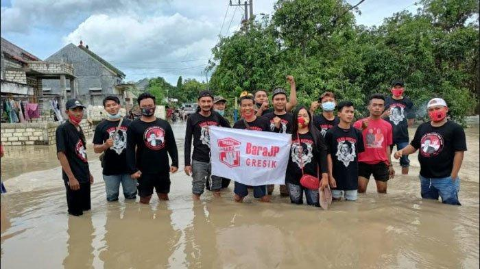 Bara JP Gresik Peduli Korban Banjir Kali Lamong, Salurkan Bantuan Sembako di Kecamatan Benjeng