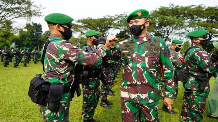 Brigjen TNI Achmad Fauzi saat menghadiri upacara pemberangkatan Batalyon Infanteri 315/Garuda atau yang berjuluk Pasukan Setan