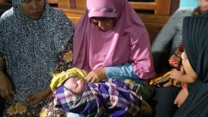 Heboh Bayi Laki-laki Dibungkus Kardus Bekas di Pamekasan Madura, Tali Pusar masih Menempel
