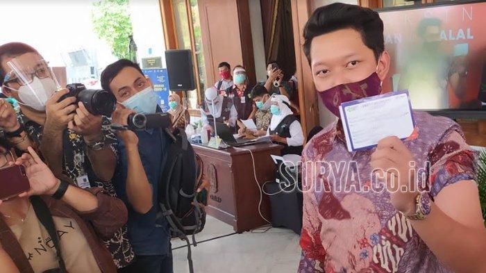 Bayu Skak Ikut Vaksinasi Covid-19 di Gedung Grahadi Surabaya, Ngaku Takut Jarum Suntiknya