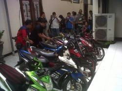 Disuruh Mengantar dan Dititipi Tas Merah Oleh Wanita, Motor Pedagang Makanan di Surabaya Raib