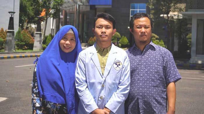 Anak Pengemudi GoCar di Surabaya Raih Beasiswa Gojek, Masuk D3 Teknik Informatika PENS
