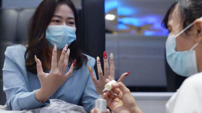 Sambut Imlek dengan Nail Art Merah Emas, Ada Gambar Kerbau sampai Chinese Lettering