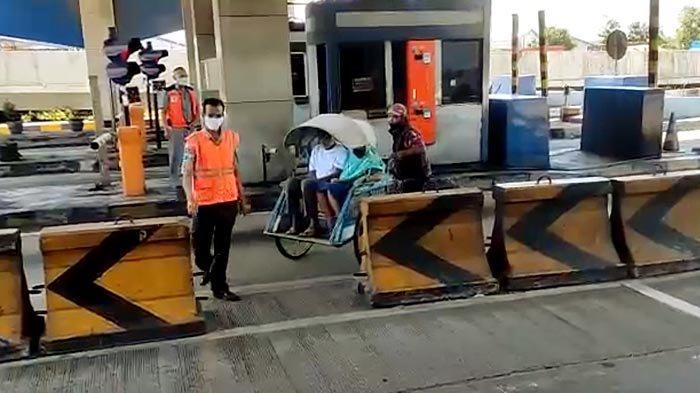 VIRAL Pengendara Becak Melintas di Tol Dupak Surabaya, Begini Penjelasan Pihak Pengelola