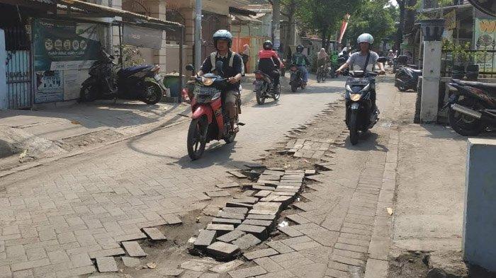 Warga Jojoran Surabaya Keluhkan Bekas Galian Pipa PDAM