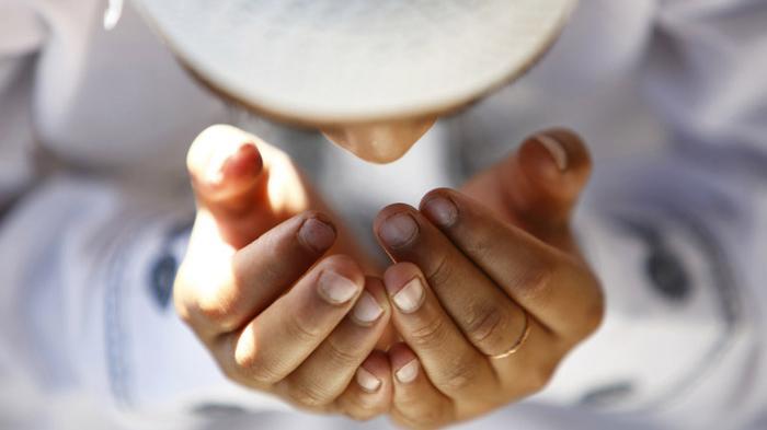 Bacaan Doa Buka Puasa 'Allahumma Laka Shumtu' Betul Atau Salah? Berikut Kata Ustadz Abdul Somad