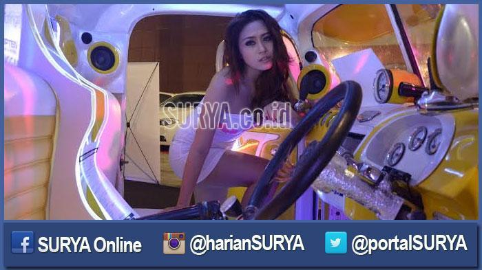 GALERI FOTO - Ketika Ratusan Fotografer Jepret Belasan Model Sensual di Surabaya - beriata-surabaya-cantik-model-sensual-cantik_20160320_200131.jpg