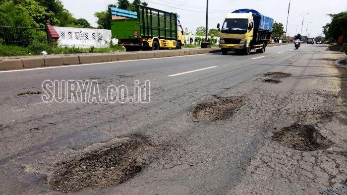 Jalan Rusak Sepanjang Surabaya-Sragen, Lubang Maut bagi Pengendara Motor